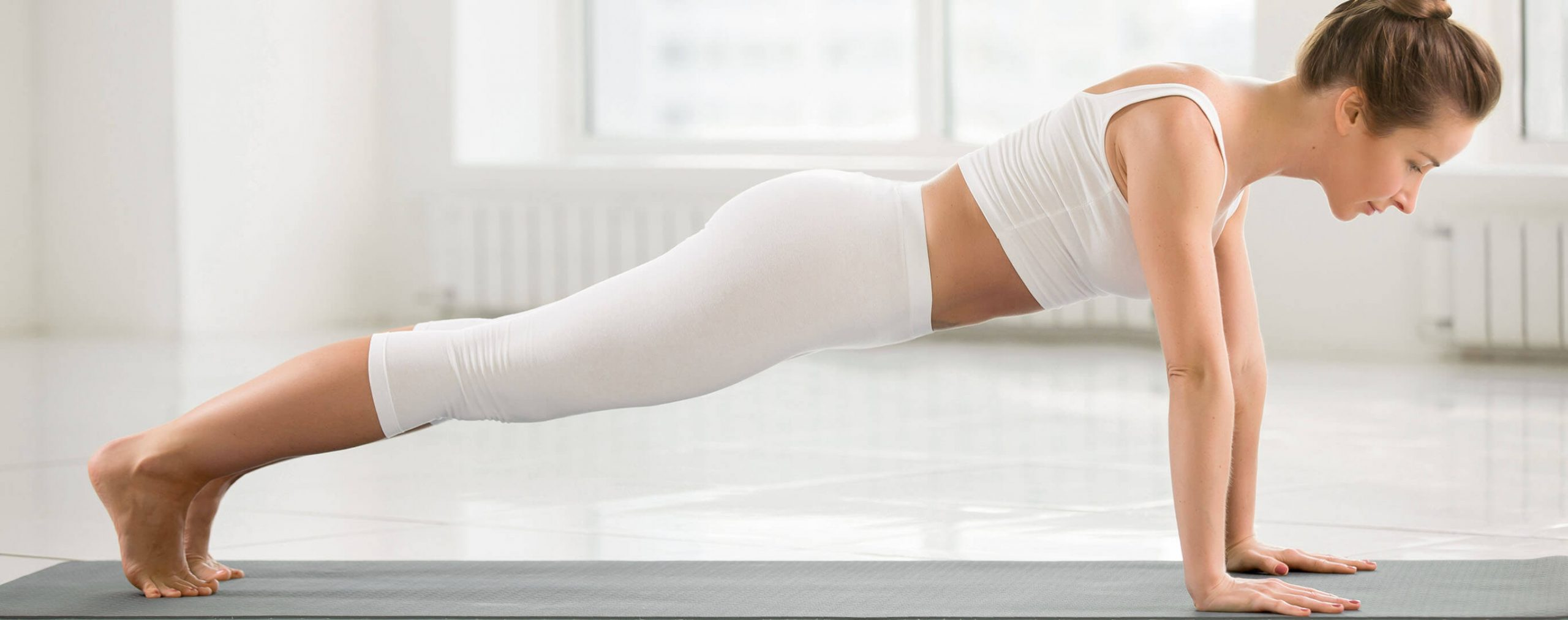 Uebung zur Rueckbildung der Rektusdiastase nach der Geburt. Bauchmuskeltraining fuer Muetter